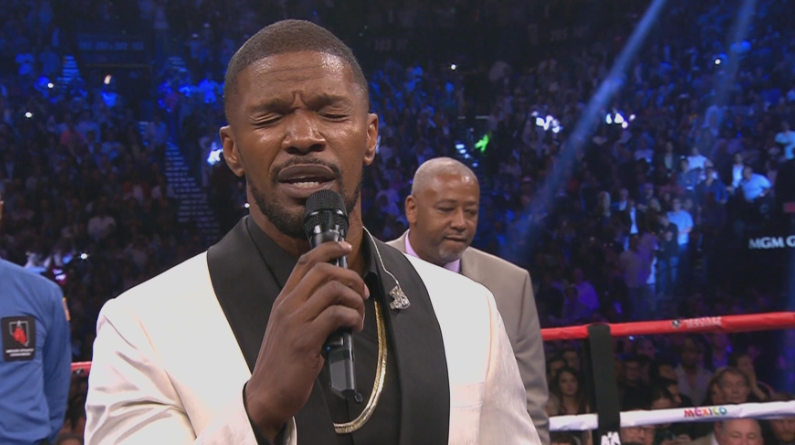 Jaime-Foxx-SIngs-National-Anthem